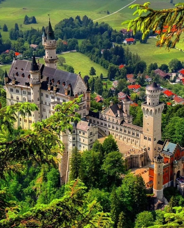 Neuschwanstein_Germany_030121A